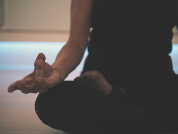 Dunya-sesión-individual-yoga-meditación-online